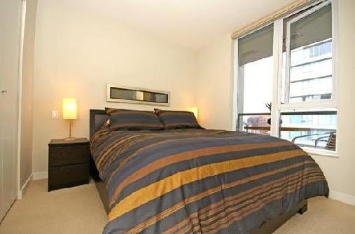 Modern yaletown condo bedroom e
