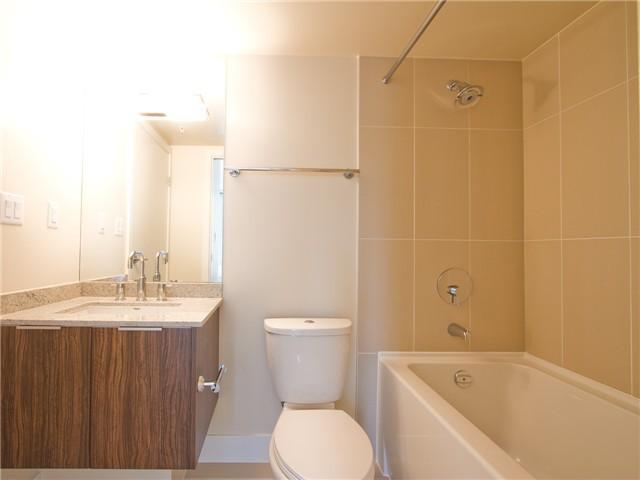 richards living bathroom