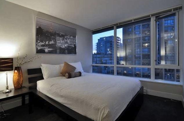 richards living bedroom
