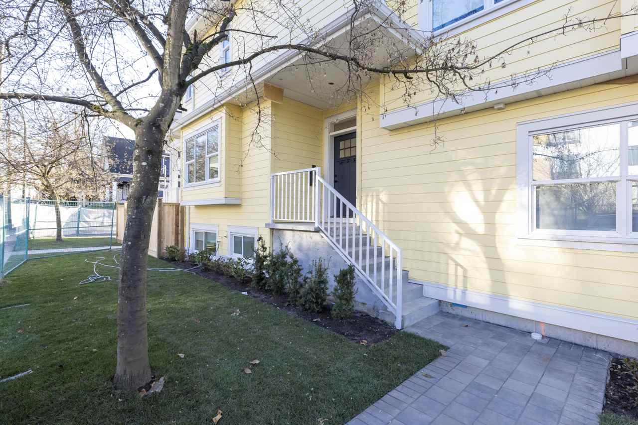 1315 salsbury modern duplex vancouver yard