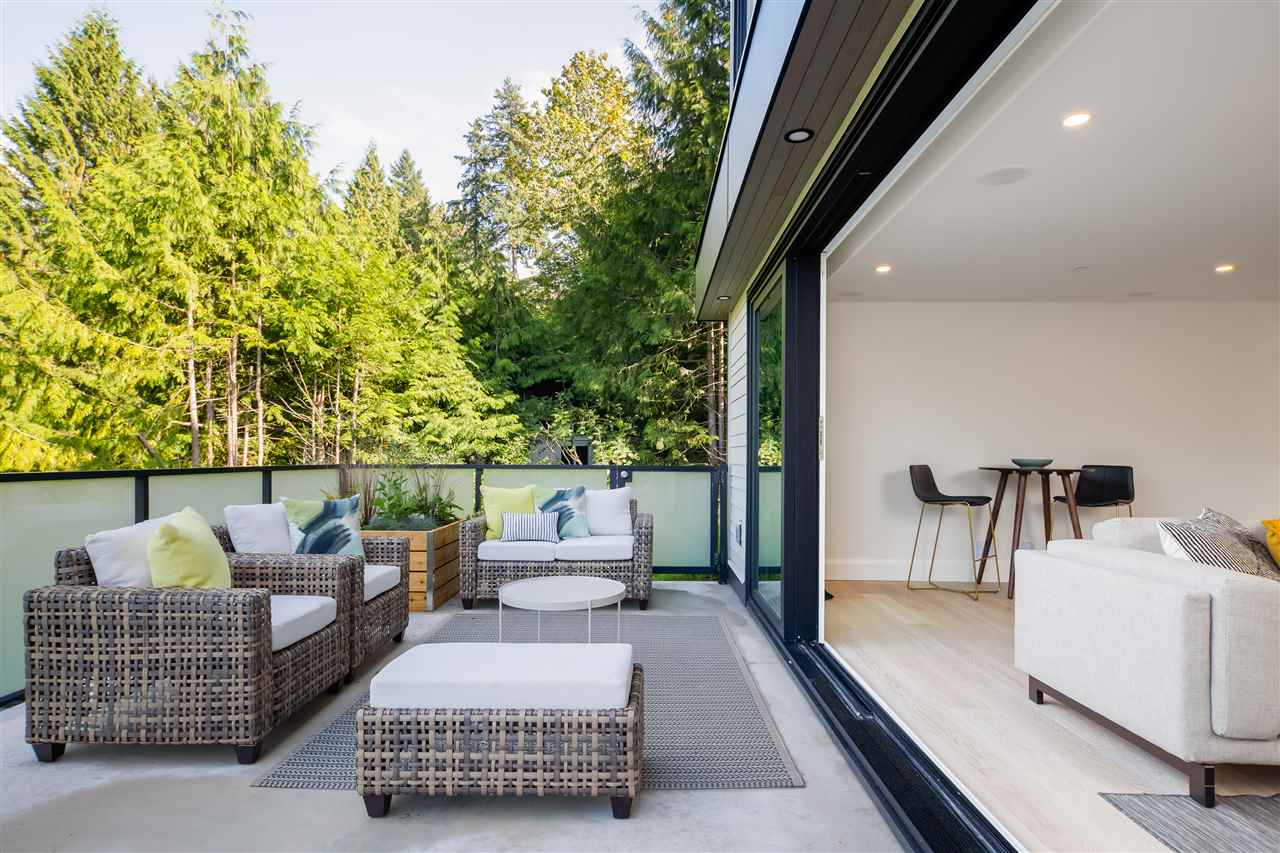 Indoor-outdoor Eagle Harbour Modern West Vancouver Home sold by Paul Albrighton