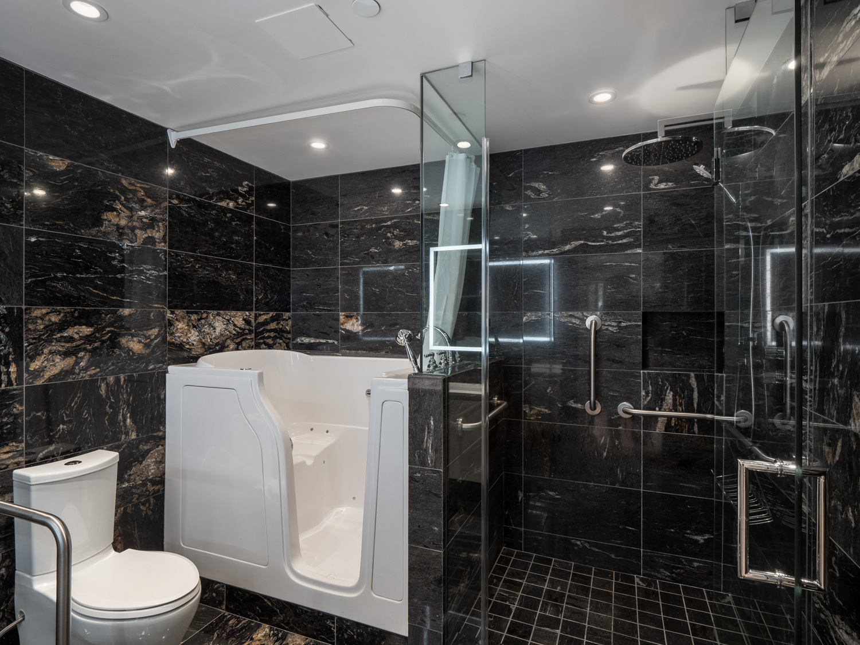 Luxury Bathroom  1600 hornby street web 17