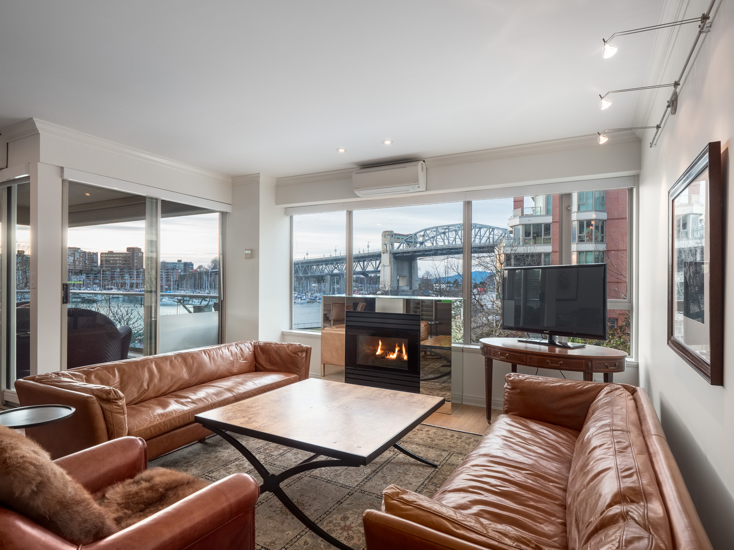 Waterfront Vancouver Condo  1600 hornby street web 4