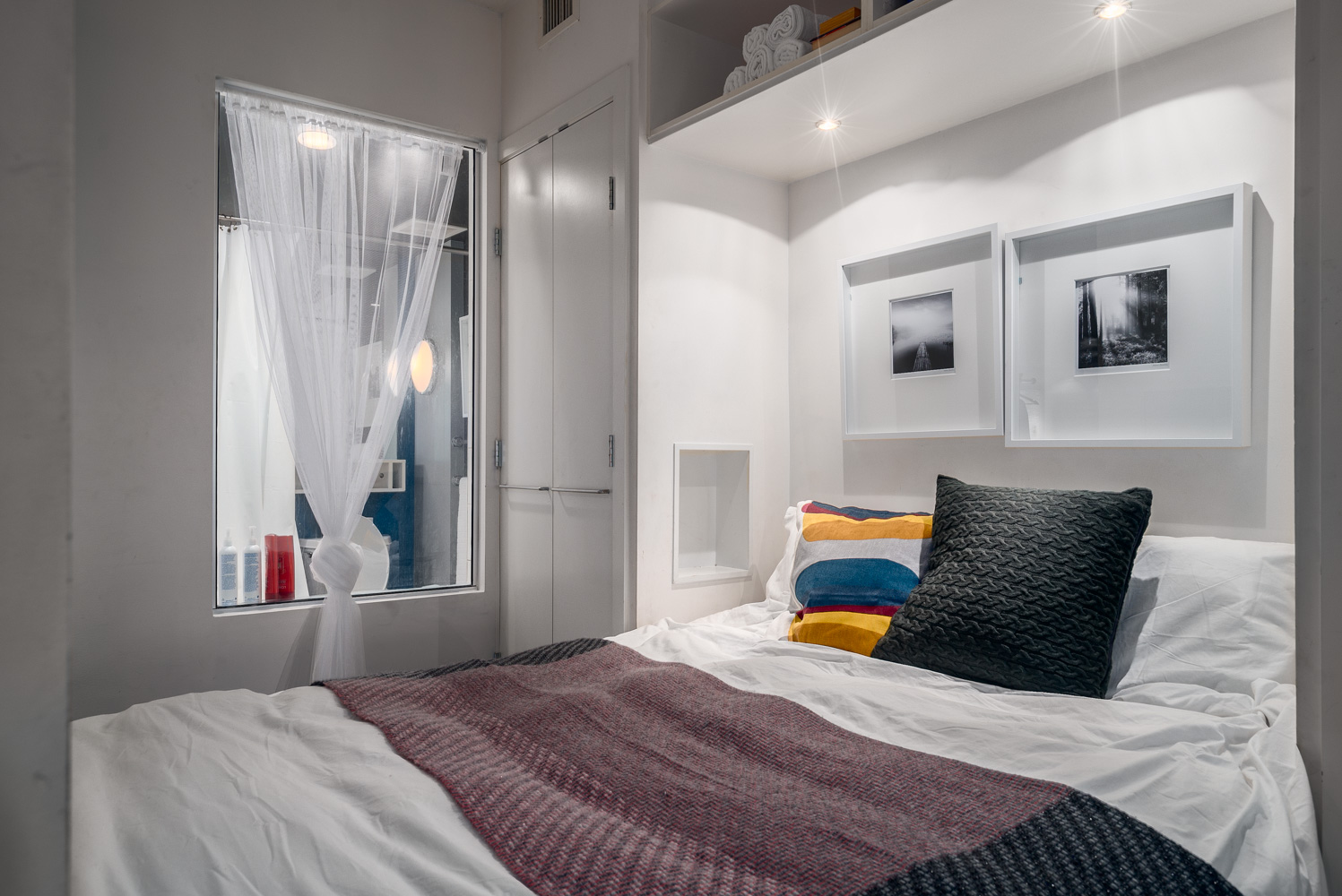 Famous Alda Pierra Designed His/Her walkthrough bedroom area with barn doors