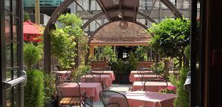 il giardino courtyard