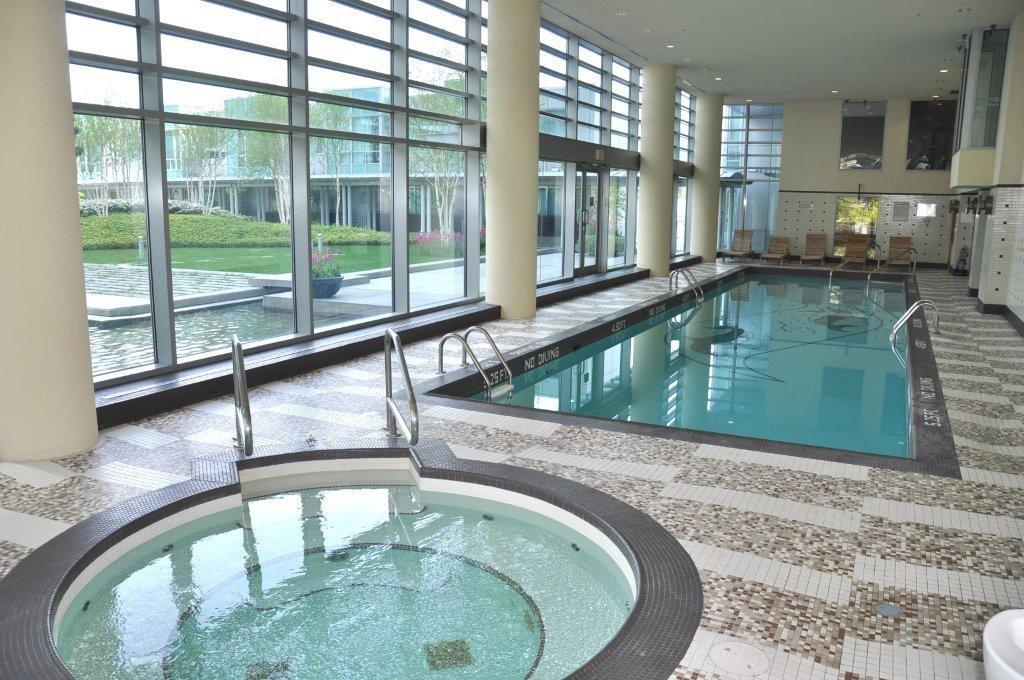 590 Nicola pool