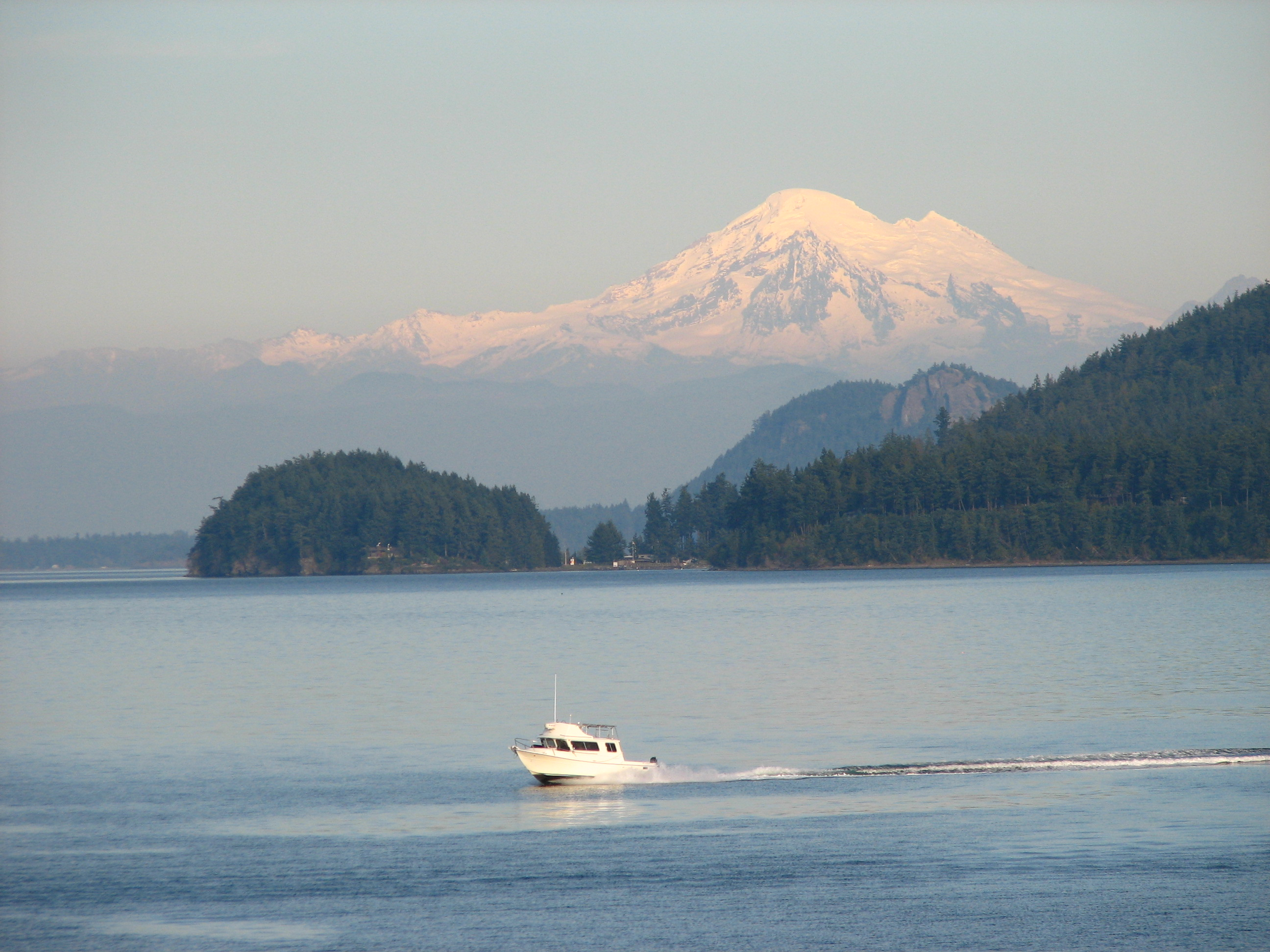 Mt Baker SJ boating scene 5929